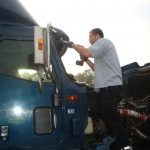 Even truck and 18-wheelers need auto glass replacement